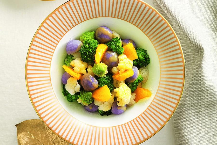 Insalate sfiziose con frutta e verdura